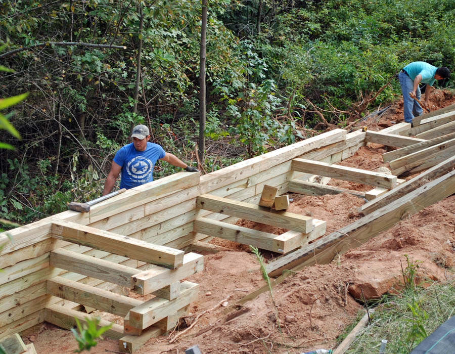 Building A Retaining Wall With Landscape Timbers